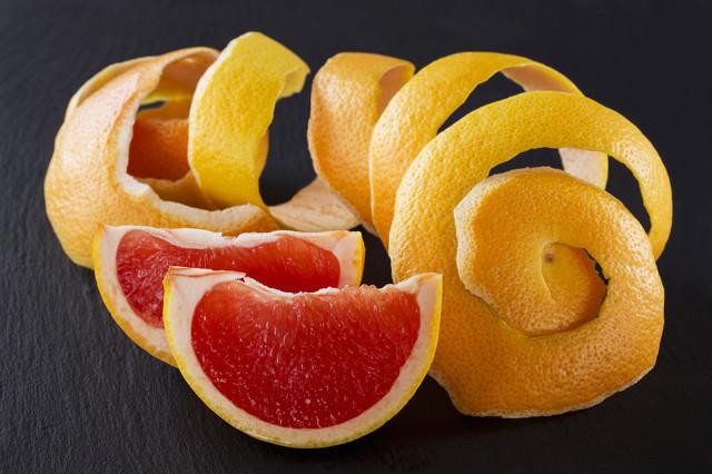 柚子皮泡水的竟然有这么多神奇功效