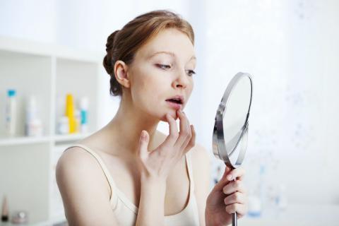 内分泌失调对女性的危害远不止长痘脱发这么简单