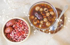 每天一碗红枣薏米粥,护肝补血养容颜
