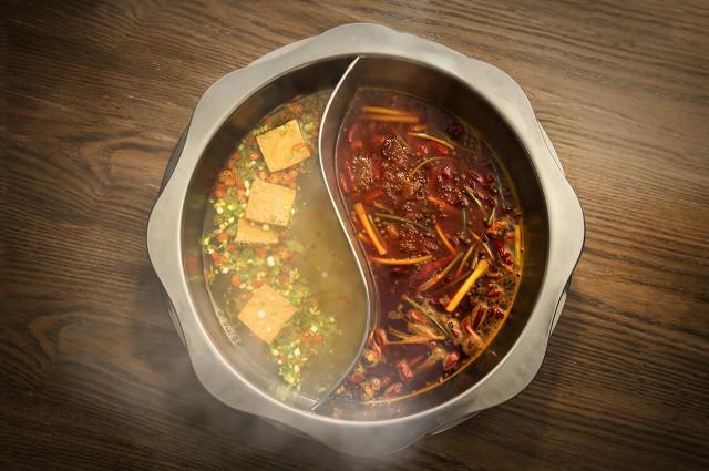 冬季畅快淋漓吃火锅怎一个爽字了得?这样吃最健康