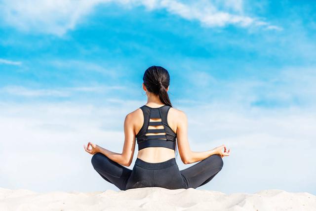 瑜伽三大入门动作介绍,学会后谁时谁地都能瑜伽