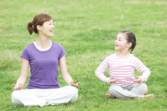 亲子瑜伽越来越流行,但这几个方面大家一定要注意