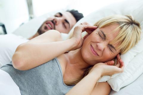 睡觉总是鼾声如雷被嫌弃 你可能是患上了这些疾病