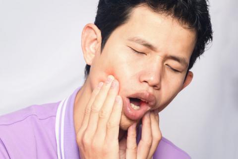 牙疼不是病疼起来要人命 虫牙能刷掉吗?