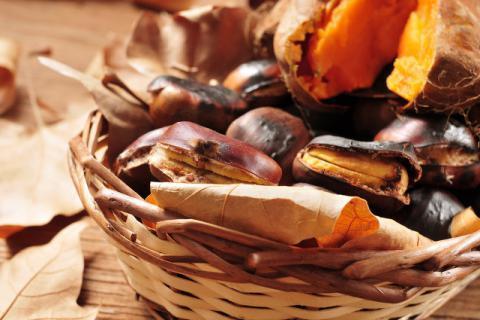 冬季街头烤红薯香味太诱人 吃之前不妨先看看这些禁忌
