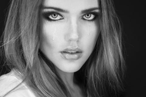 老人经常流泪要注意哪些疾病 缓解迎风流泪的小窍门