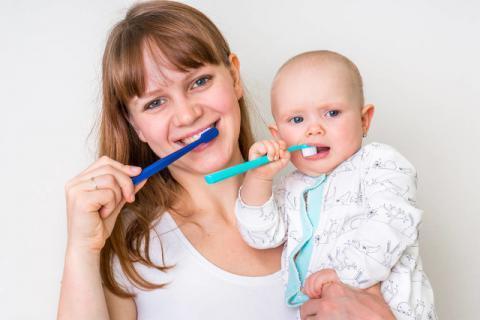 宝宝蛀牙真的不是因为吃糖太多 预防宝宝蛀牙赢在第一步