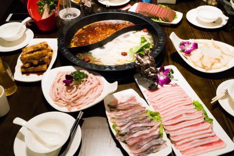 经常吃火锅真的会得食道癌吗?冬季吃火锅防止病从口入