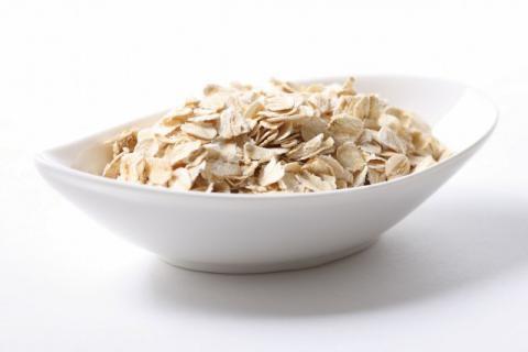 燕麦片的吃法太多,今天介绍牛奶核桃燕麦粥