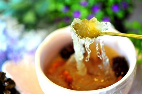 合适全家人滋养的补品――冰糖红枣炖燕窝