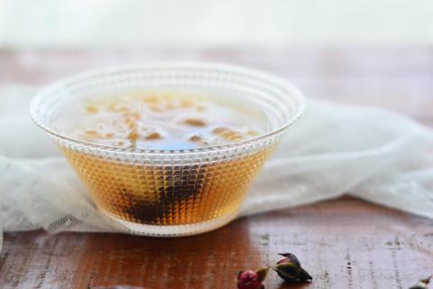 清心明目:周末你需要一碗银耳百合汤