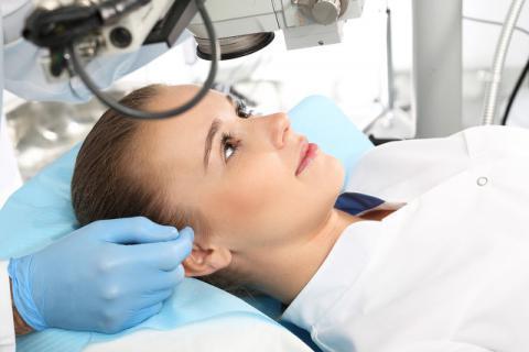 激光近视手术这些后遗症要小心 激光手术治疗近视真的安全吗?