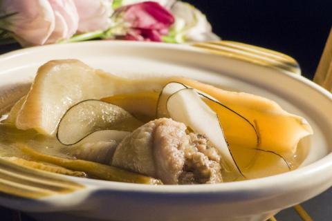 石斛煲汤中的珍品――麦冬石斛煲鸡汤