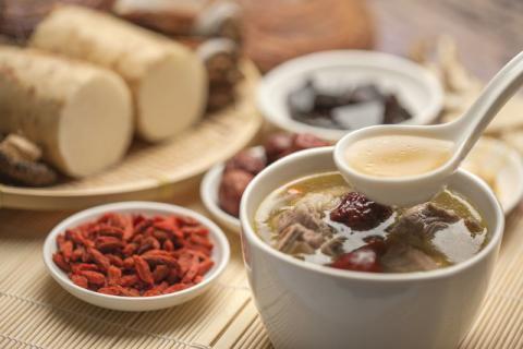 熬夜、上火、口干、乏力,试试太子参石斛瘦肉汤吧!