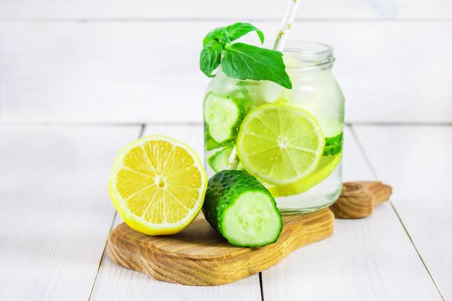 柠檬泡水喝有哪些好处 美白助消化全靠它