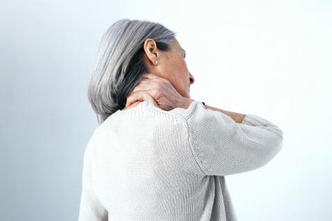 颈椎病疼痛难忍有哪些自我缓解方法?