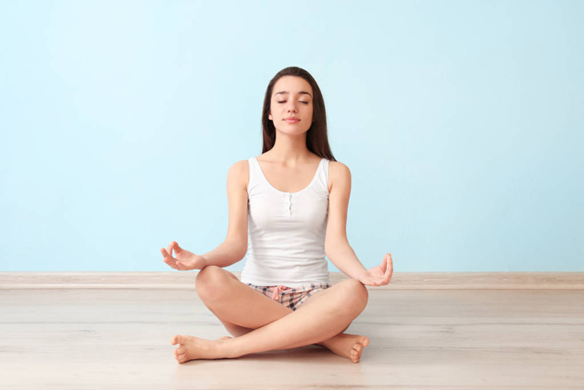 睡前做做瑜伽运动,既能促进睡眠又能养生
