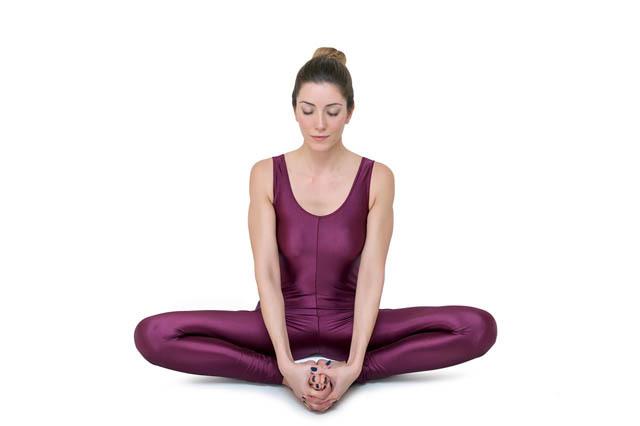 瑜伽束脚式有着怎么样的功效,带你走进瑜伽束角式的世界