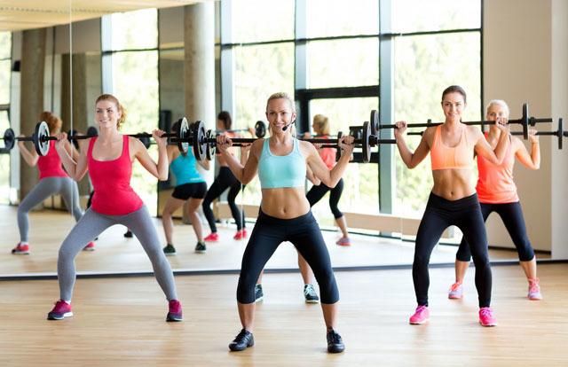 不用为身材苦恼了,这几个运动能帮助丰胸