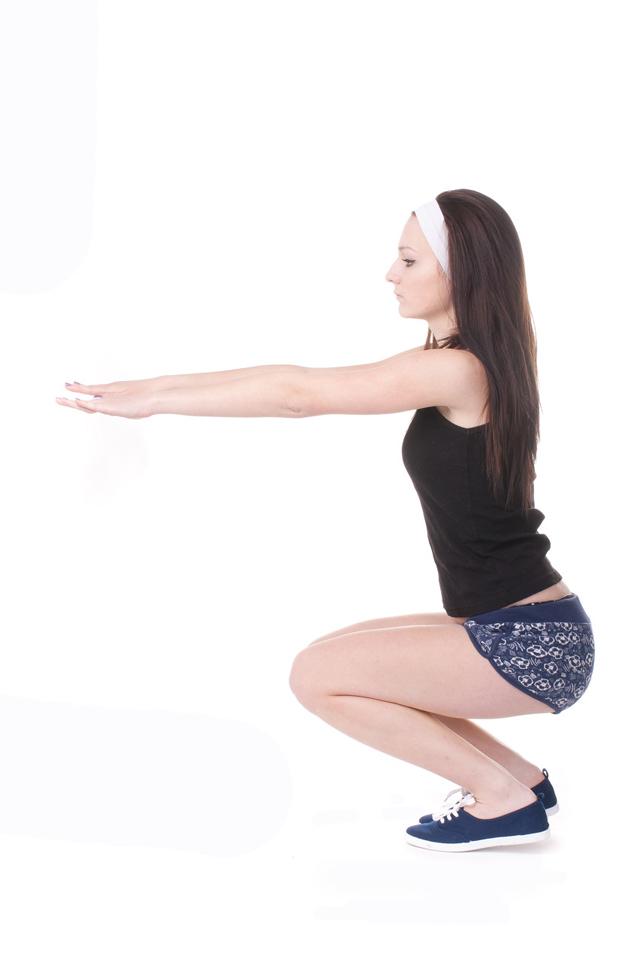 下蹲运动帮助塑造完美臀形,下蹲动作有这几个标准