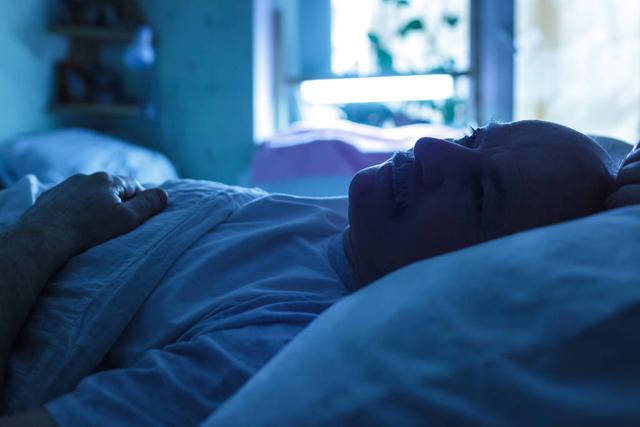 老人失眠.jpg
