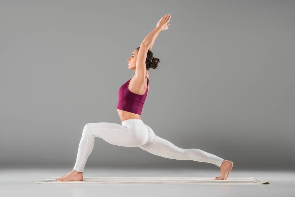 瑜伽锻炼女性.jpg