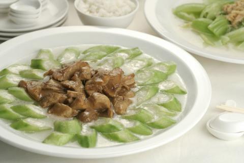 天气炎热胃口全无,试试喝碗丝瓜汤