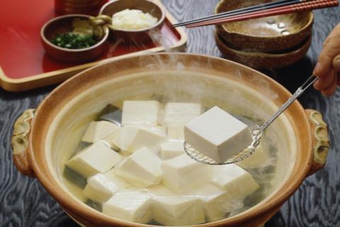 豆腐汤适合哪些人食用,有哪些功效和作用