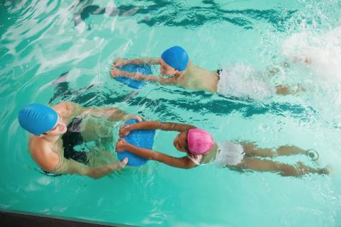 夏季将至,减肥塑形不如约游泳