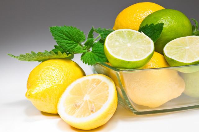 柠檬水有哪些功效,教你喝出美白皮肤来