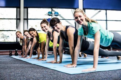 坚持每天做平板支撑,增强自身体质