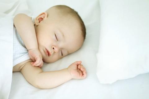 宝宝的睡眠枕头的选择要谨慎,年龄不同选择也不同
