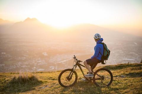 共享单车那么多,骑车不当很容易造成身体的损伤