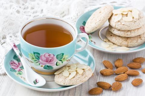 杏仁茶适合哪些人饮用,有哪些饮用禁忌