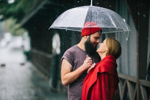 最美的不是下雨天,而是你替我撑的那把伞