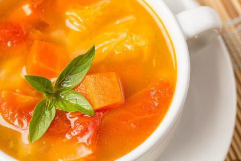 夏季养生喝啥汤?必喝土豆番茄汤