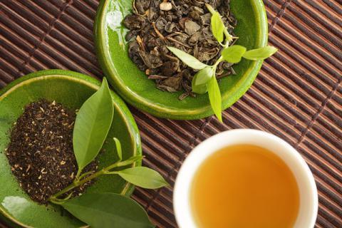夏季还怕冷,体寒人群想养生适合喝哪些茶