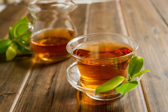 女人喝红茶还是绿茶好,女人喝茶有这些讲究