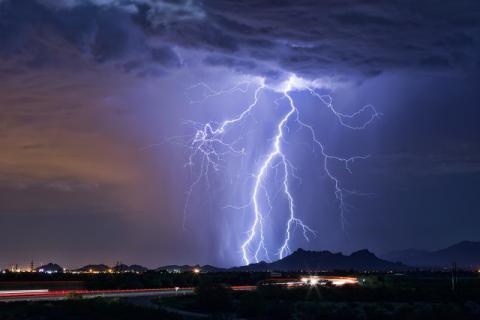 夏季雷雨天增多,它有哪些好处和坏处
