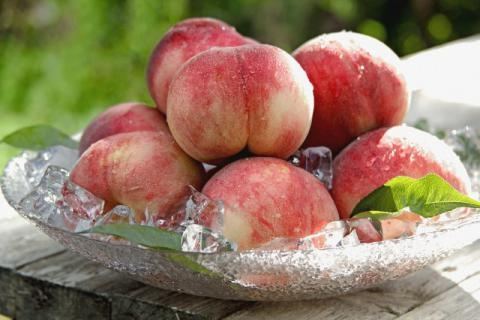 夏季吃桃有哪些好处,有哪些注意事项