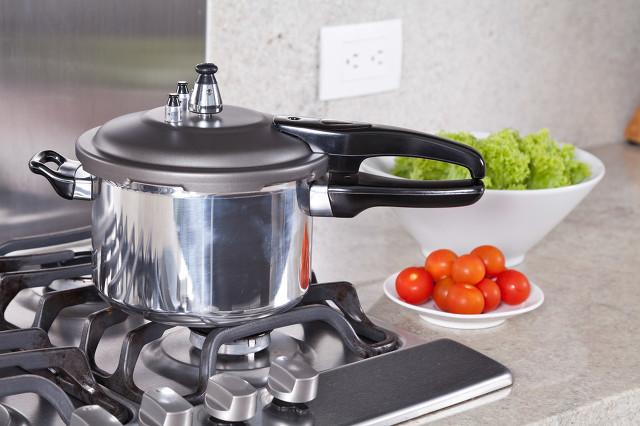 煲汤锅什么材质的好,煲汤锅也会影响汤的营养效果