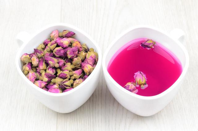 喝玫瑰花茶能祛斑吗?女性养生喝玫瑰花茶很不错