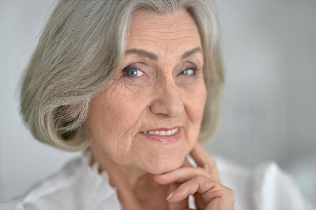 女人40岁长白发怎么办?这个年龄更要注意养生
