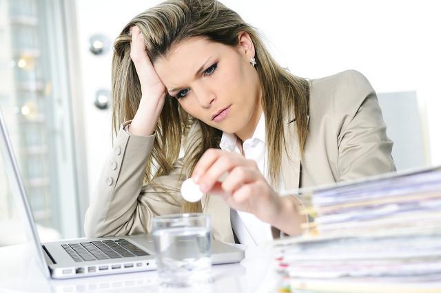 com)研究指出,压力过大是导致中年女性过早出现白发症状的主要原因