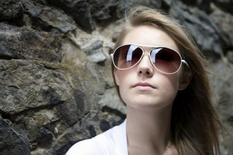 为了夏季的用眼健康,请选择合适的墨镜