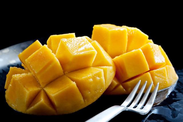 发黑的芒果能吃吗?吃芒果要注意这些问题