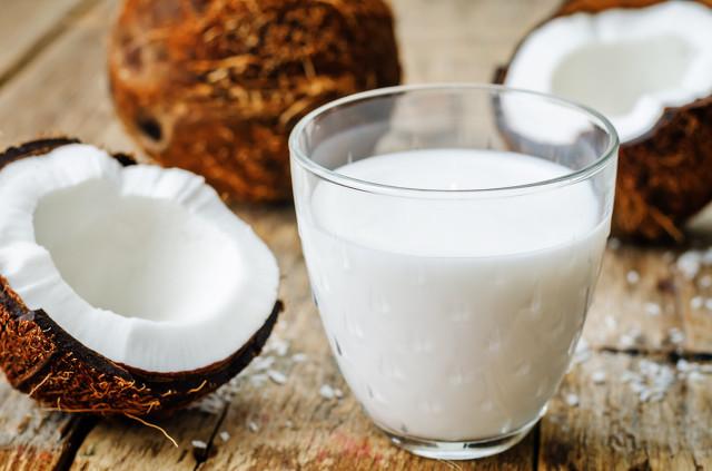 坚硬的外壳下,包裹着最美味的椰汁