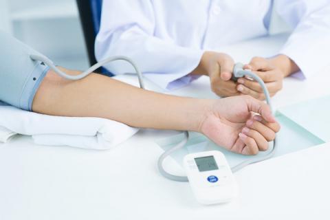 高血压的六大并发症 高血压普遍存在的误区有哪些