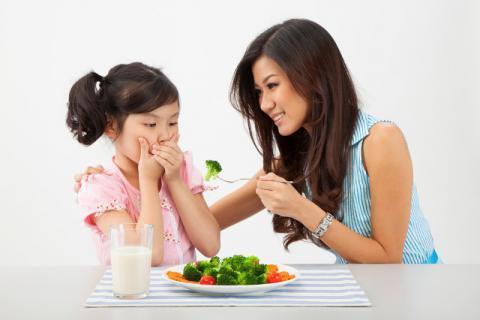 小孩子吃青菜有哪些注意事项,千万别让孩子多吃青菜少吃肉了