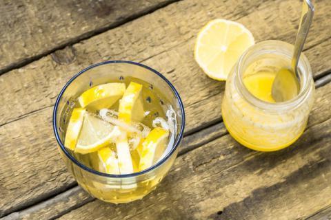 夏天喝蜂蜜水清火还是上火 你早该了解的